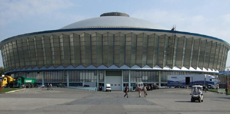 newest 04820 831bc Iulian Dascalu ia de la Romexpo pavilionul central pe minimum 10 ani,  pentru cel putin 600.000 euro pe an, si cumpara cladiri secundare, ...