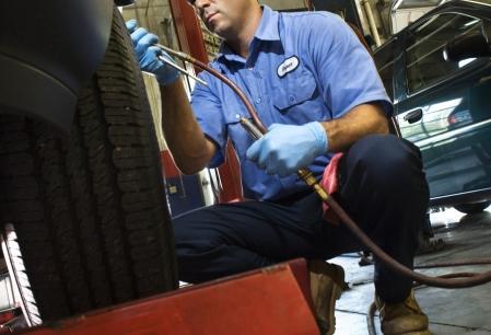 Anunt Imagine - Ocazie Cursuri calificare mecanic auto la 590lei