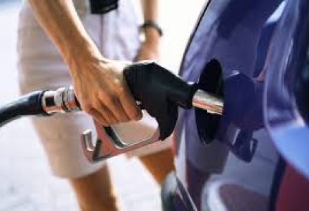 Benzina si motorina se scumpesc de doua ori intr-o luna