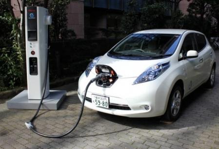 Masinile electrice le vor scoate de pe piata pe cele pe benzina si motorina. Ce se va intampla cu pretul?