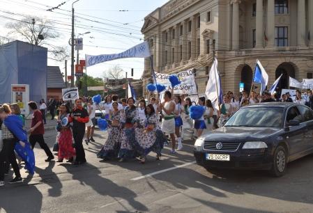 Parada FEstudIS a blocat traficul in Piata Unirii